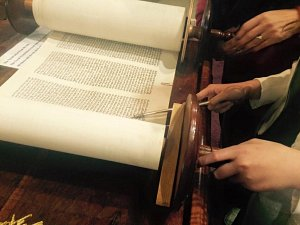 Women reading from the Torah